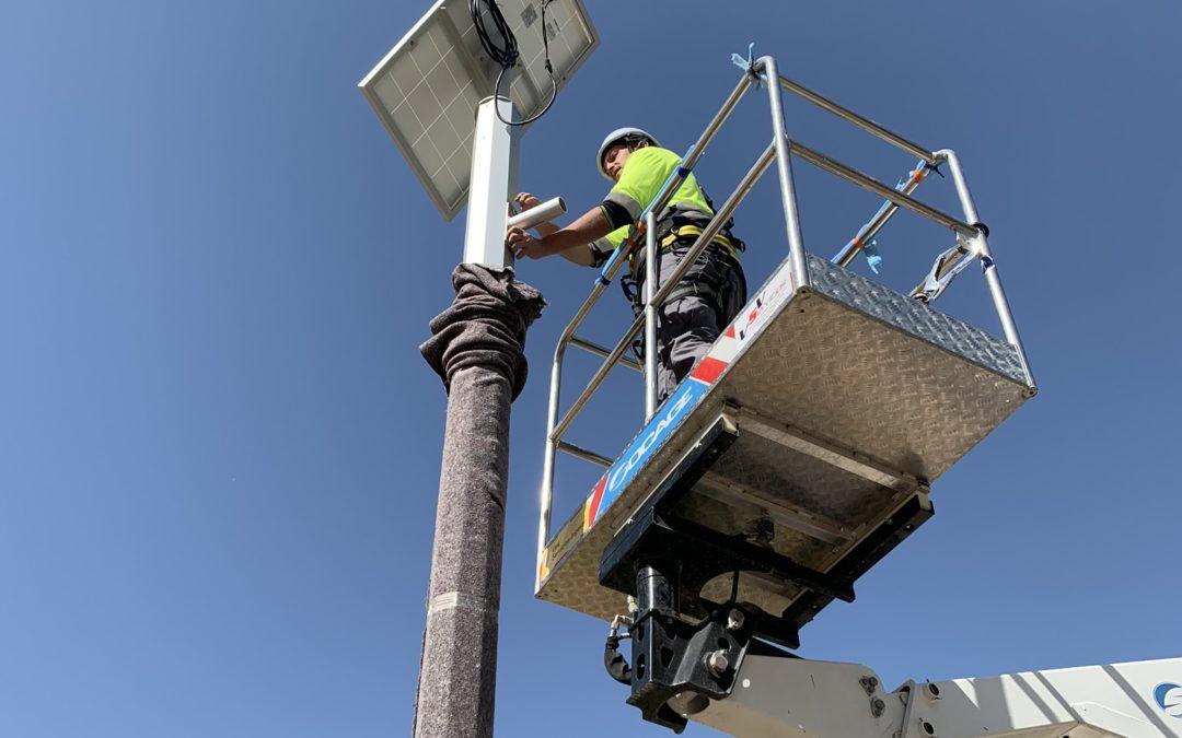 Instalación de farolas solares en parques y zonas de Albacete.